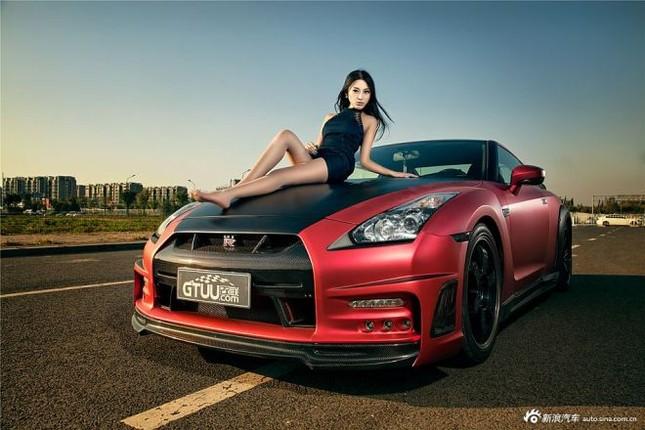 Người đẹp khoe chân dài miên man bên Nissan GT-R ảnh 7