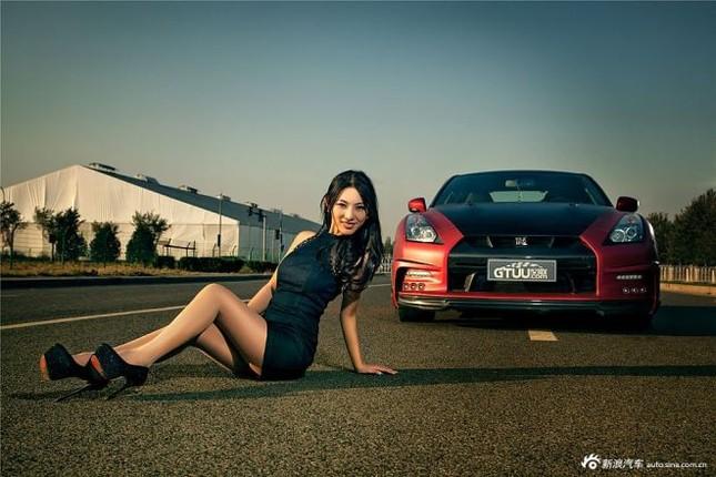 Người đẹp khoe chân dài miên man bên Nissan GT-R ảnh 8