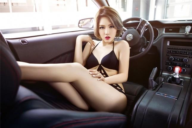 Mỹ nữ khoe dáng ngọc bên Ford Mustang hầm hố ảnh 8