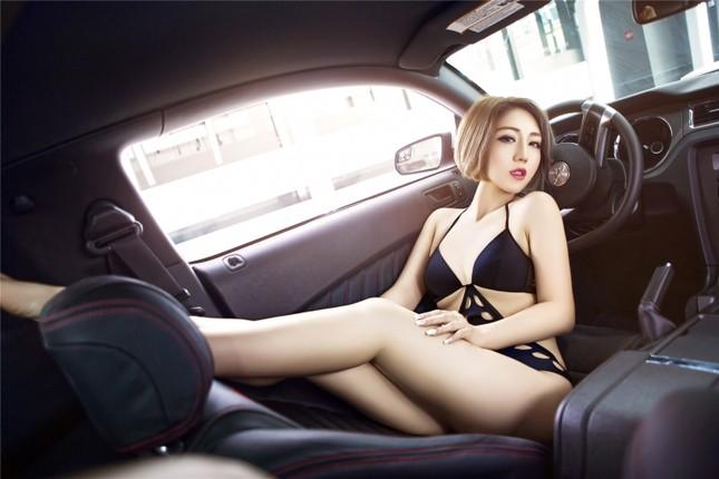 Mỹ nữ khoe dáng ngọc bên Ford Mustang hầm hố ảnh 9