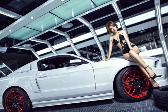 Mỹ nữ khoe dáng ngọc bên Ford Mustang hầm hố ảnh 5