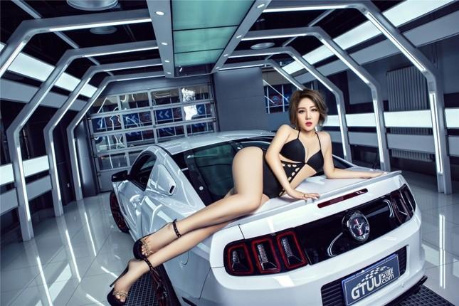 Mỹ nữ khoe dáng ngọc bên Ford Mustang hầm hố ảnh 6