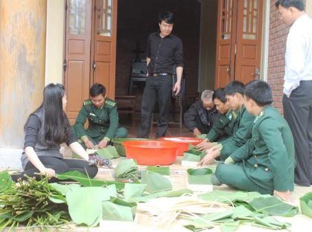 Gói bánh chưng dâng cúng Đại tướng tại Vũng Chùa - Đảo Yến ảnh 3