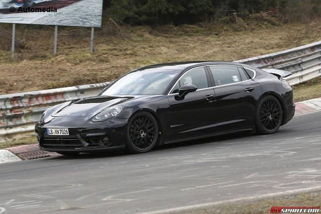 Xế sang Porsche Panamera 'lộ nguyên hình' phiên bản mới ảnh 2