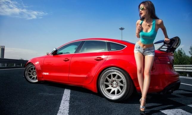 Mỹ nhân khỏe đường cong 'gây mê' bên Audi A5 độ độc ảnh 1