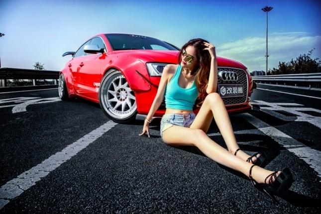 Mỹ nhân khỏe đường cong 'gây mê' bên Audi A5 độ độc ảnh 2