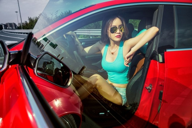 Mỹ nhân khỏe đường cong 'gây mê' bên Audi A5 độ độc ảnh 7