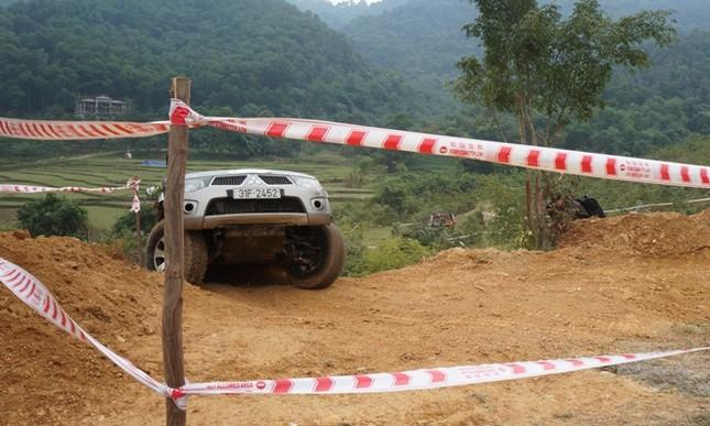 Bán tải lên núi 'phá xe' ảnh 14