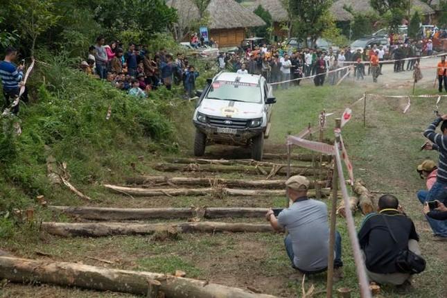 Bán tải lên núi 'phá xe' ảnh 17