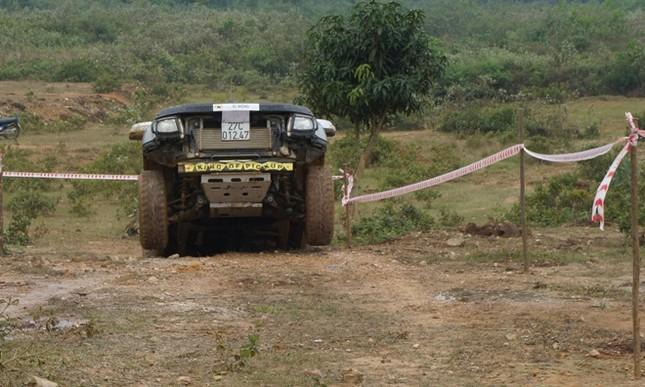 Bán tải lên núi 'phá xe' ảnh 9