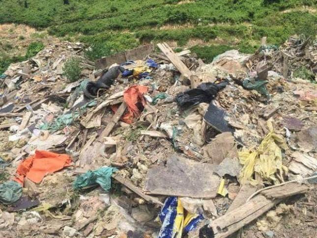 Người dân Hà Tĩnh phát hiện thêm bãi rác thải trái phép ảnh 1