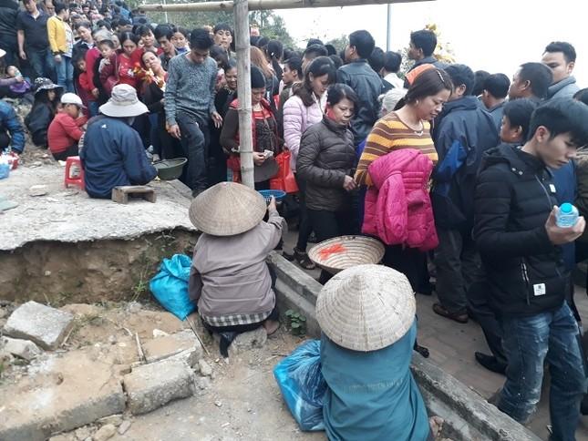 Ngàn người chen chân đi chợ Viềng sớm để cầu may ảnh 9