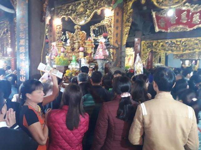 Ngàn người chen chân đi chợ Viềng sớm để cầu may ảnh 4