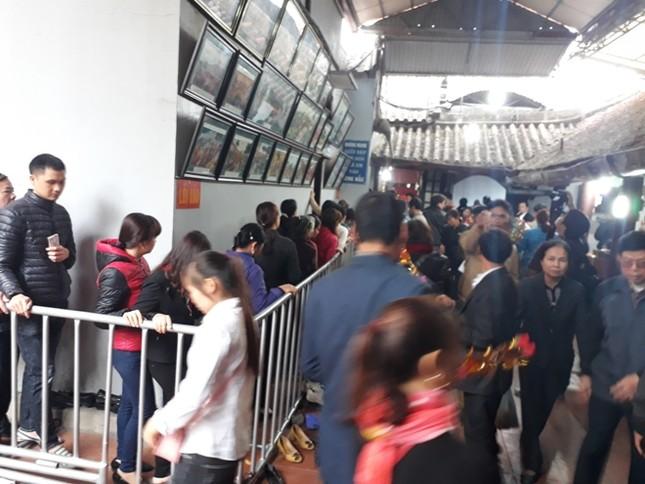 Ngàn người chen chân đi chợ Viềng sớm để cầu may ảnh 5