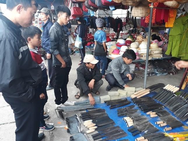 Ngàn người chen chân đi chợ Viềng sớm để cầu may ảnh 8