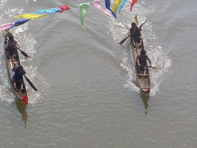 Kon Tum: Đua thuyền độc mộc trên sông Đăk Bla ảnh 2