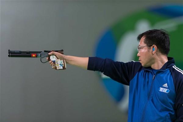 Nhà vô địch bắn súng mê hội họa ảnh 1
