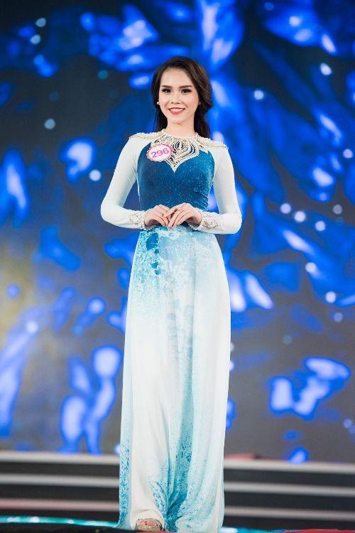 30 thí sinh hoa hậu khoe nét nền nã trong tà áo dài ảnh 4
