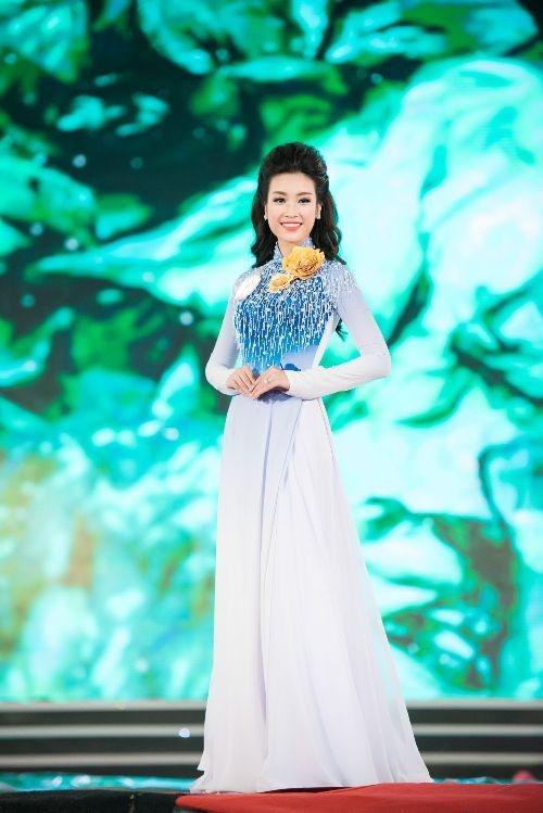 30 thí sinh hoa hậu khoe nét nền nã trong tà áo dài ảnh 7