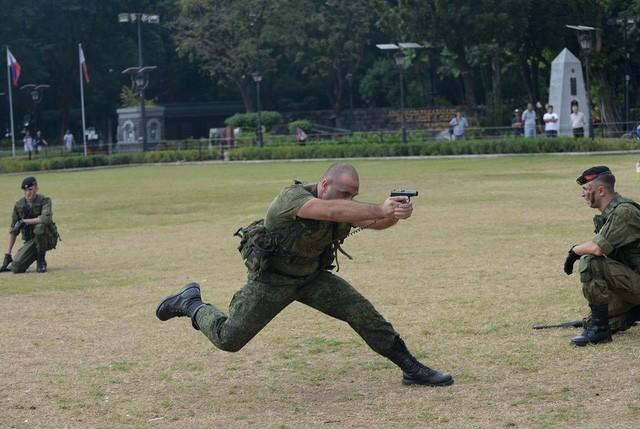 Binh sĩ Nga phô diễn sức mạnh chiến đấu tại Philippines ảnh 12