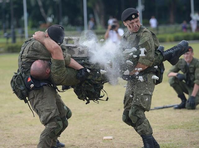 Binh sĩ Nga phô diễn sức mạnh chiến đấu tại Philippines ảnh 3