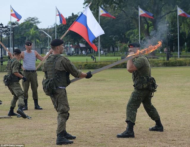 Binh sĩ Nga phô diễn sức mạnh chiến đấu tại Philippines ảnh 5