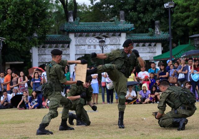 Binh sĩ Nga phô diễn sức mạnh chiến đấu tại Philippines ảnh 6
