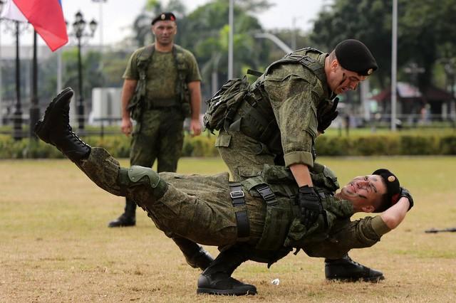 Binh sĩ Nga phô diễn sức mạnh chiến đấu tại Philippines ảnh 7