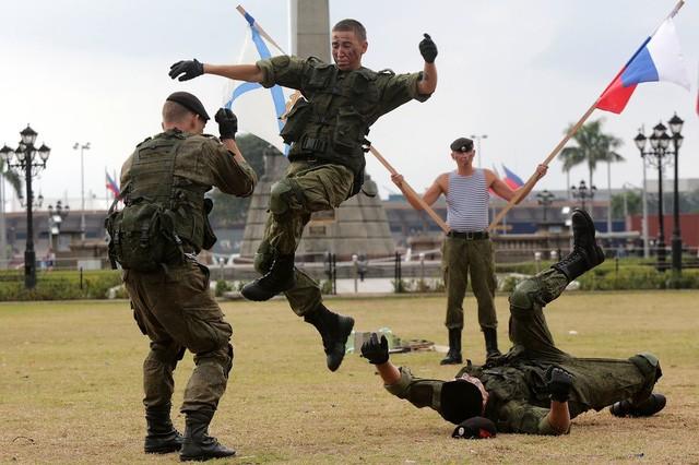 Binh sĩ Nga phô diễn sức mạnh chiến đấu tại Philippines ảnh 9