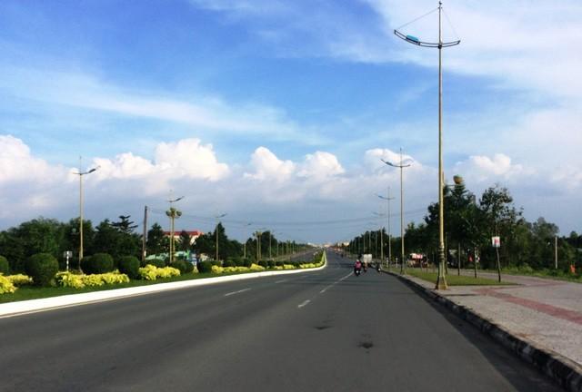 Mùng 1 Tết, nắng trải vàng những con phố vắng ảnh 9