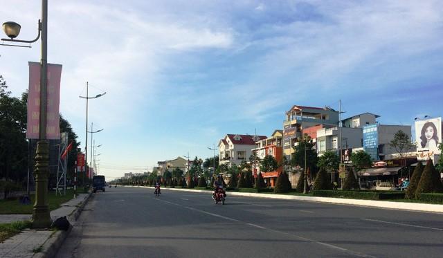 Mùng 1 Tết, nắng trải vàng những con phố vắng ảnh 10