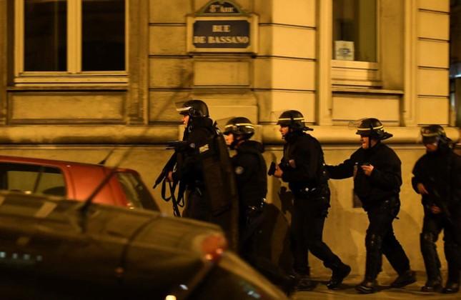 [Ảnh] Đại lộ Champs Elysees sau vụ IS xả súng vào cảnh sát ảnh 6