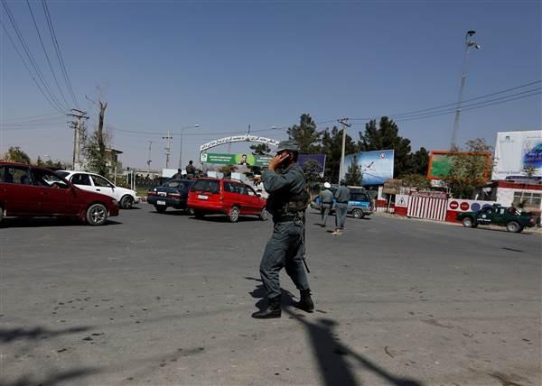 'Trả đũa' vụ tấn công sân bay Kabul, Mỹ không kích nhầm vào thường dân ảnh 1