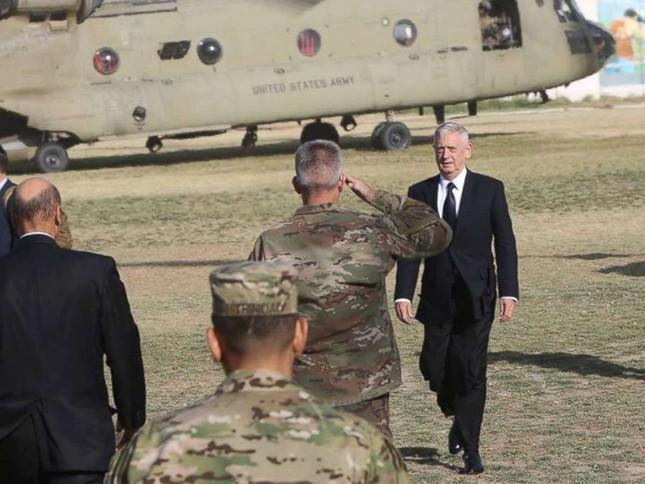 'Trả đũa' vụ tấn công sân bay Kabul, Mỹ không kích nhầm vào thường dân ảnh 2