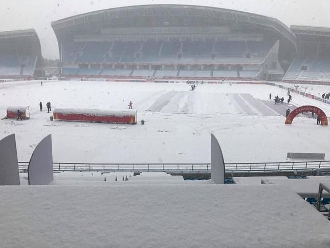 Tuyết phủ trắng xóa sân vận động trước chung kết U23 châu Á ảnh 3