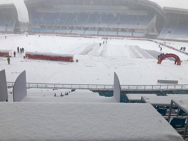 Tuyết phủ trắng xóa sân vận động trước chung kết U23 châu Á ảnh 6