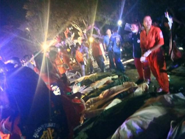 Hiện trường vụ tai nạn thảm khốc khiến 18 người chết ở Thái Lan ảnh 1