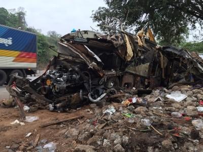Hiện trường vụ tai nạn thảm khốc khiến 18 người chết ở Thái Lan ảnh 3