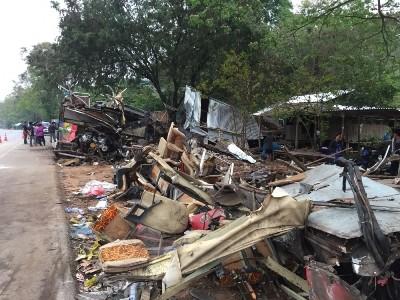 Hiện trường vụ tai nạn thảm khốc khiến 18 người chết ở Thái Lan ảnh 4