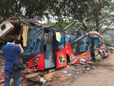 Hiện trường vụ tai nạn thảm khốc khiến 18 người chết ở Thái Lan ảnh 5