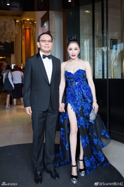 Hoa hậu Quý bà Trung Quốc khoe ngực khủng, 'vồ ếch' ở thảm đỏ Cannes ảnh 12