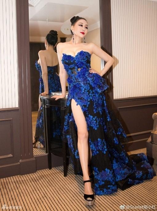 Hoa hậu Quý bà Trung Quốc khoe ngực khủng, 'vồ ếch' ở thảm đỏ Cannes ảnh 6