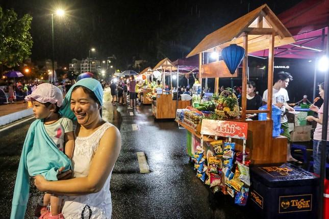Đội mưa dự khai mạc phố đi bộ Trịnh Công Sơn ảnh 10