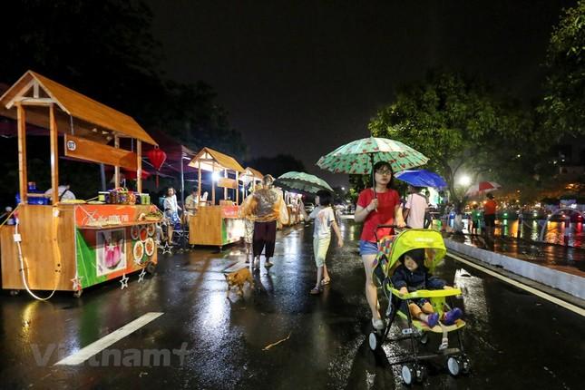 Đội mưa dự khai mạc phố đi bộ Trịnh Công Sơn ảnh 11