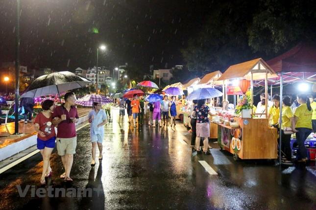 Đội mưa dự khai mạc phố đi bộ Trịnh Công Sơn ảnh 13