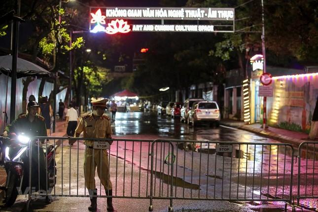 Đội mưa dự khai mạc phố đi bộ Trịnh Công Sơn ảnh 2