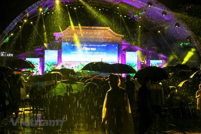 Đội mưa dự khai mạc phố đi bộ Trịnh Công Sơn ảnh 8