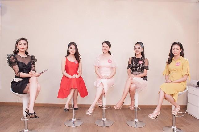 Top 3 đề cử Người đẹp Truyền thông lộ diện trước giờ chung kết HHVN ảnh 1