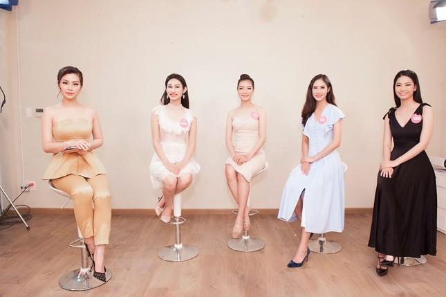 Top 3 đề cử Người đẹp Truyền thông lộ diện trước giờ chung kết HHVN ảnh 3
