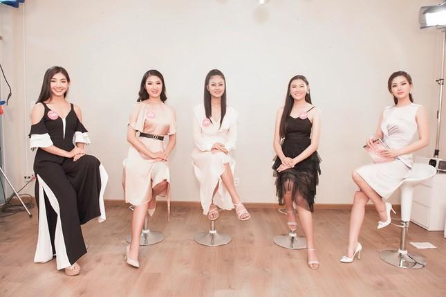 Top 3 đề cử Người đẹp Truyền thông lộ diện trước giờ chung kết HHVN ảnh 4